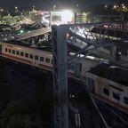 Train derails in Taiwan