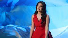 """""""Vaiana""""-Sängerin wird während Oscar-Performance am Kopf getroffen – und singt einfach weiter"""