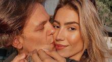 """Grávida, Gabi Brant comemora casamento com Saulo: """"Faz tudo pra mim"""""""