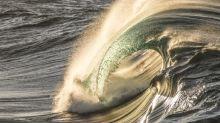 Jovem que nasceu com limitações motoras mostra sua paixão pelo mar em fotos incríveis