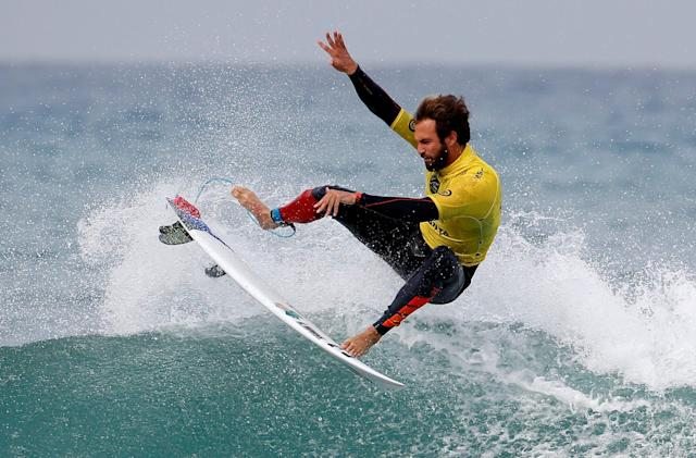 Facebook nabs exclusive streaming rights for pro surfing