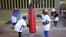 Unas abuelas de Sudáfrica combaten la vejez gracias al boxeo
