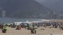 Com tempo quente, praias do Rio lotam no primeiro dia do feriadão