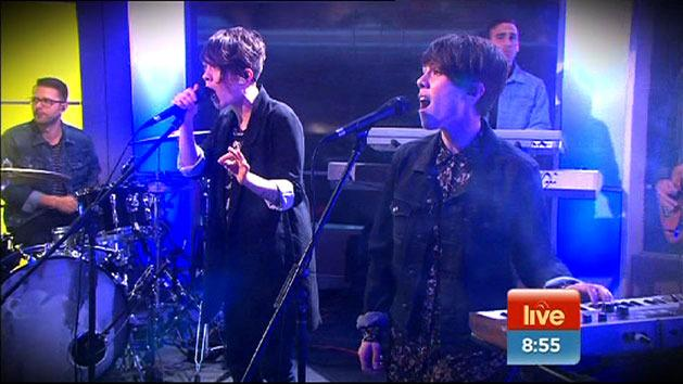 Tegan and Sara perform 'Closer'