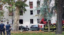 Esplosione in un palazzo a Milano: diversi feriti, uno è grave. Ipotesi fuga di gas