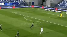 Video: Cristiano Ronaldo hizo un caño y clavó un golazo de zurda