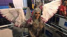 Gracyanne Barbosa diz que comeu 36 ovos antes do desfile na Sapucaí