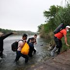 Border apprehensions rose slightly in April, but number of unaccompanied minors dropped