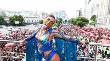 Anitta arrasta time de famosos com seu bloco no Rio