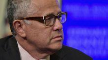 """""""Vergonzosamente estúpido"""": veterano escritor y comentarista de TV suspendido por masturbarse en videoconferencia por Zoom"""