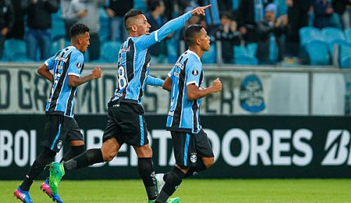 International: Barrios trifft dreimal im Libertadores-Cup