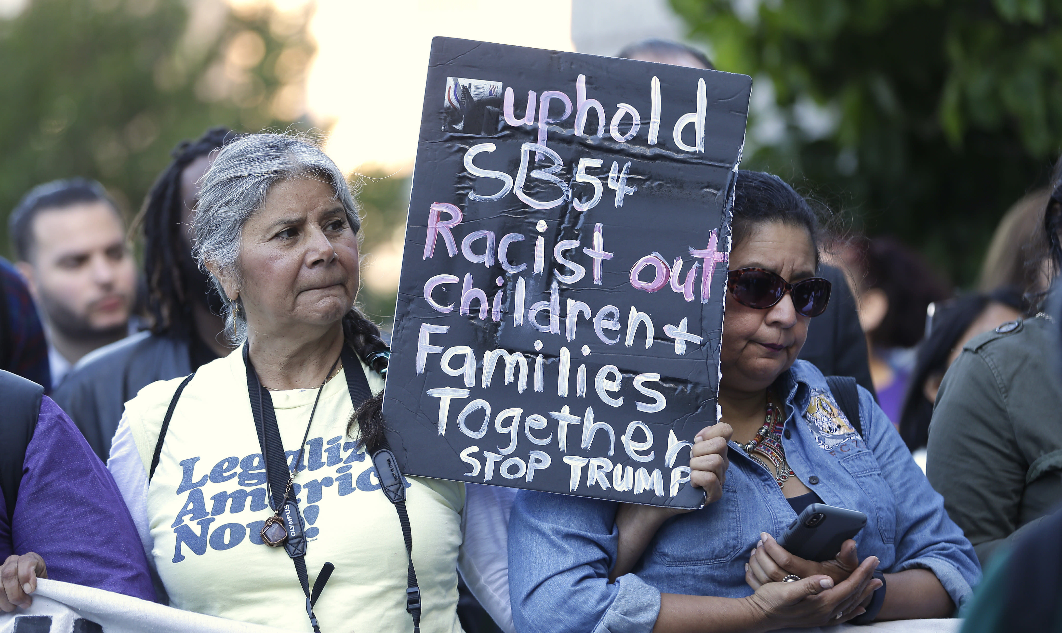 """<span class=""""s1"""">Protesters gathered Wednesday in Sacramento, where a federal judge heard arguments over the Justice Department's request to block three California laws that extend protections to people in the country illegally. (Photo: Rich Pedroncelli/AP)</span>"""