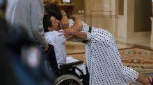 El emocionado abrazo a la reina
