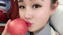 Manzanas besadas por azafatas, el fetiche de moda en China