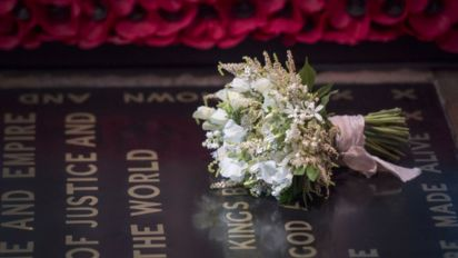 Meghan's bouquet placed on grave of unknown soldier
