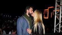 Ellen Roche beija muito em show sertanejo