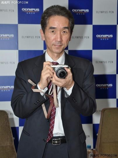 Olympus still loving E-series DSLRs, but teases new Micro Four Thirds lenses to confuse you