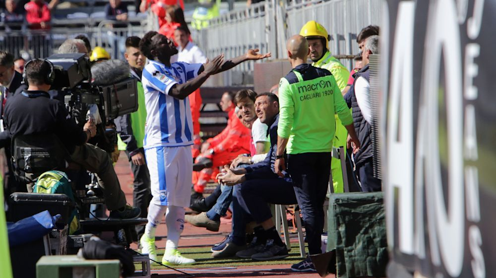 Itália confirma suspensão para vítima de racismo, mas Boateng defende Muntari