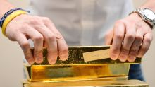 Gold prices settle higher, up a 4th month in a row