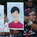 Rally outside Thai prison demands release of protesters