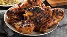 Cyril Lignac révèle sa recette du poulet grillé aux épices, maïs cocon citron et c'est à tomber