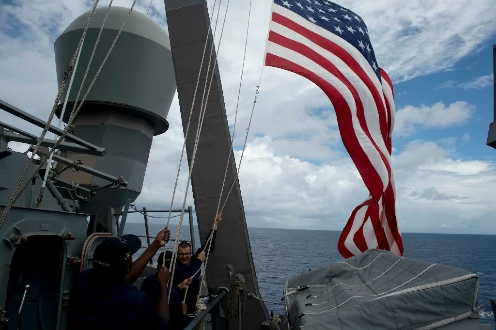 US Navy personnel raise their flag during a bilateral maritime exercise with the Philippine Navy in the South China Sea in 2014 (AFP Photo/Noel Celis)