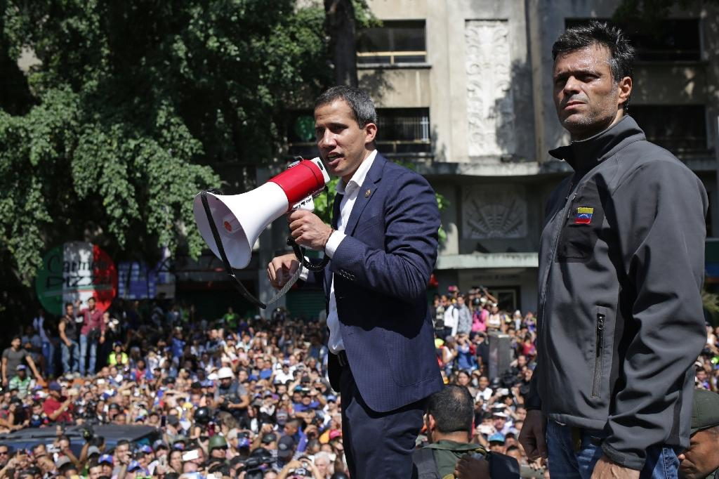 Venezuela's top court has ordered the arrest of Leopoldo Lopez, seen here with opposition leader Juan Guaido (C), for violating the terms of his house arrest