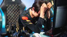 RNG 世界八強賽遭爆冷話題登熱搜榜:RNG粉絲自閉、Uzi 失誤