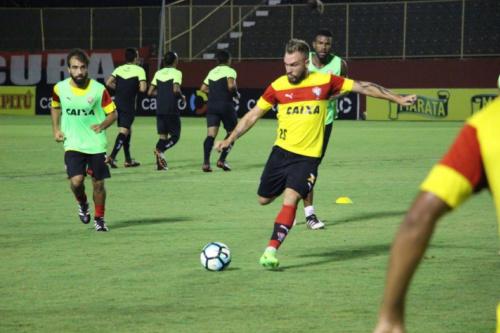 Contra o Corinthians, Vitória busca primeiro triunfo no Brasileirão