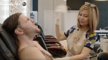 'Kelly Clarkson!' Hairy-chested 'American Idol' contestant reenacts '40-Year-Old Virgin' waxing scene for a golden ticket