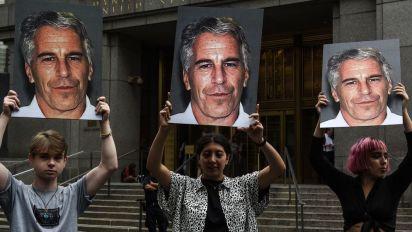 Des témoignages confirment que Epstein a agi en France