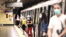 """El consejero de Transportes de Madrid: """"En un avión se va tan pegado o más que en metro"""""""
