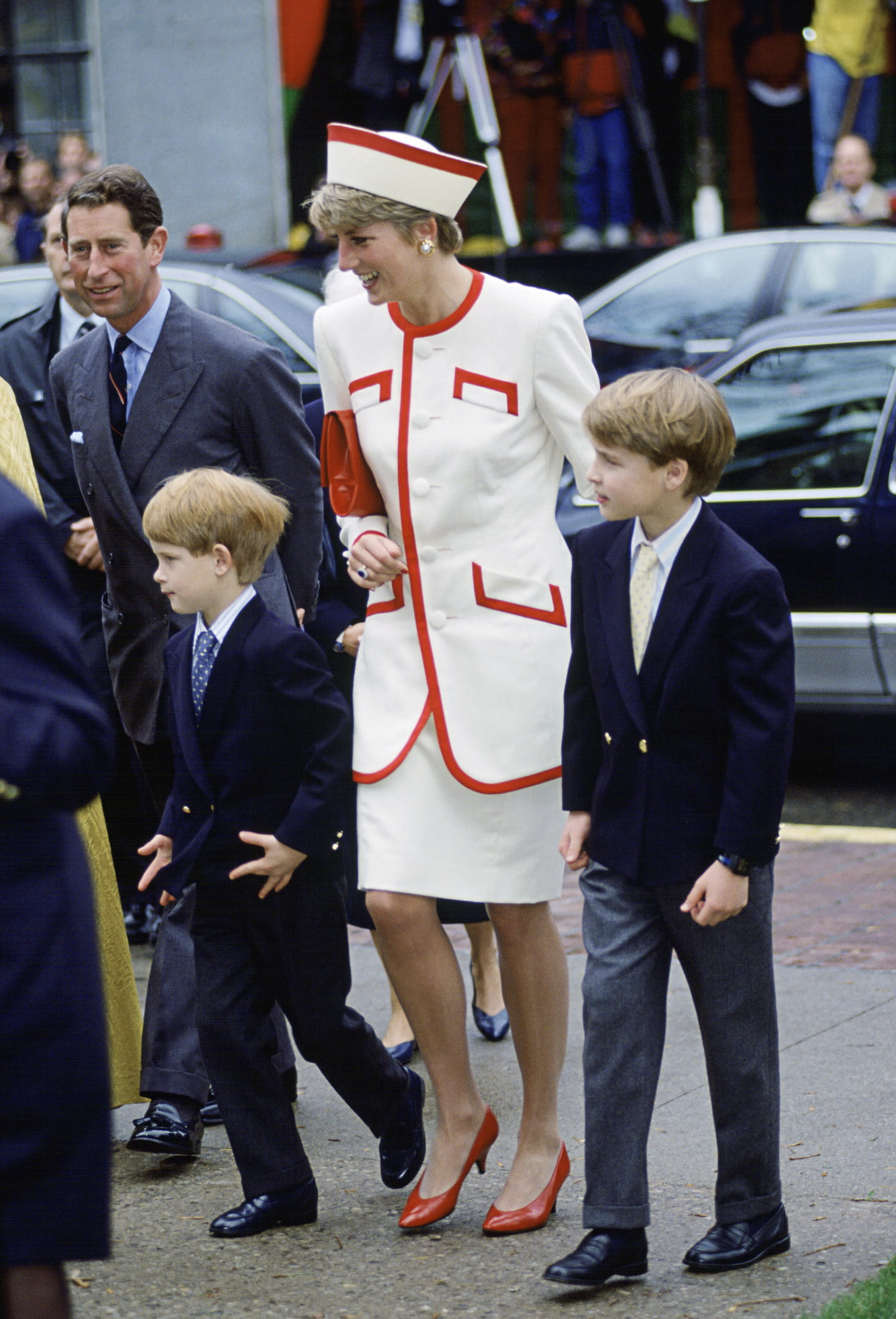TORONTO, CANADA - OCTOBER 27:  The Prince And Princess Of Wales Visit A Church In Toronto, Canada With Their Two Sons, William And Harry  (Photo by Tim Graham/Getty Images)