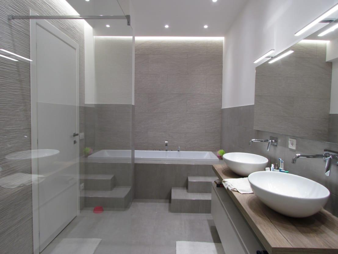 Sala Da Bagno Stile Contemporaneo : Ristrutturazione bagno moderno ad ancona