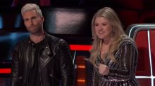 Kelly Clarkson and Adam Levine fight over 'Voice' contestant