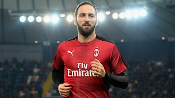 Higuain 'hours away' from signing for Chelsea