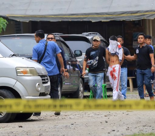 Indonesian priest injured in church attack
