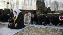 Muslim leaders join Holocaust survivors to pray at Auschwitz in 'groundbreaking' visit