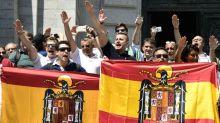 Espagne : un millier de manifestants réunis devant le mausolée de Franco pour protester contre le transfert de son corps