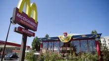 """Des salariés dénoncent la """"stratégie anti-syndicale"""" de McDonald's"""