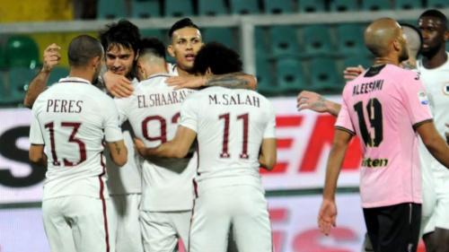 Brasileiro marca, Roma goleia Palermo e volta à vice-liderança