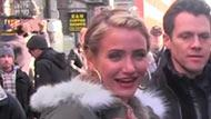 WOWtv - Cameron Diaz Gets Emotional Singing on the Remake of Annie