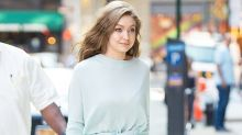 人見人愛的約會穿搭!Gigi Hadid 的 Head To Toe 天藍色打扮相當夢幻!