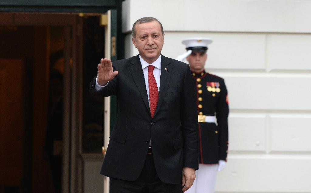 Turkish President Recep Tayyip Erdogan arrives for a working dinner at the White House March 31, 2016 in Washington, DC