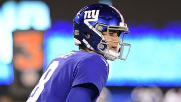 Giants' Jones keeps cool amid Baker's barbs