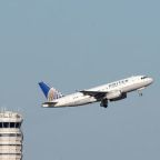 United Airlines profit falls, sees margin decline this quarter