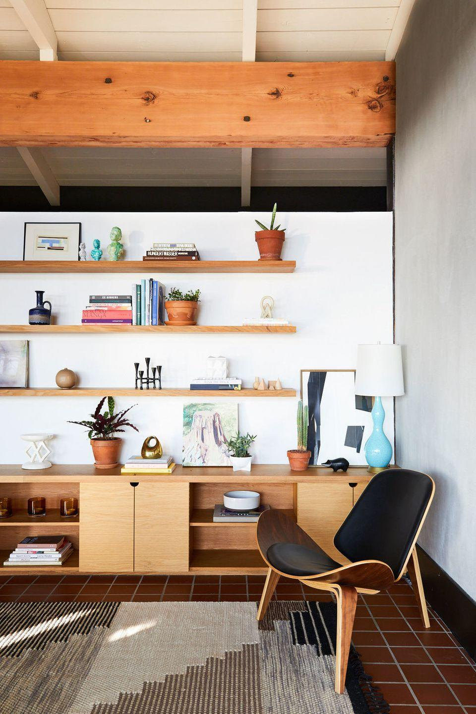 Here\'s How To Make A Modern Living Room Not Look Totally Dated