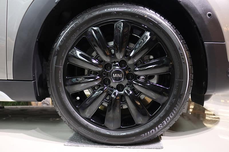 從車頂、內裝到鋁圈,依舊多得是選配件可以自由妝點專屬的Mini Countryman。