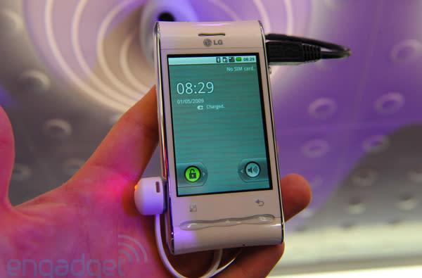 LG's GT540 mixes Android 2.0, pretty, and low-end