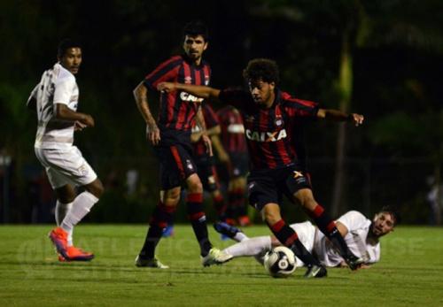 Time principal do Atlético-PR decepciona e só empata na estreia do Estadual